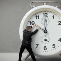 1.- El tiempo en la variedad complementaria del dinamismo económico. El principio de incertidumbre. - Dinamismo económico, tiempo y ciencia.